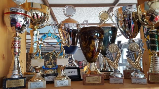 Noch mehr Pokale vom Alpencup